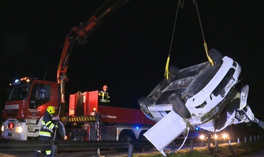 B320: Fahrzeugüberschlag endete glimpflich