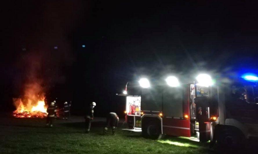 Angezündetes Osterfeuer verursacht Brandeinsatz